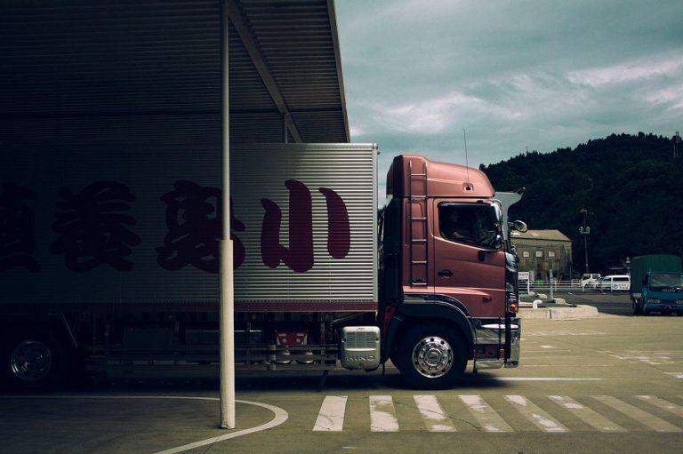Σε άνοδο οι ταχυμεταφορές και τα logistics