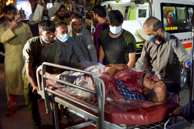 Μακελειό στην Καμπούλ: Ξεπέρασαν τους 100 οι νεκροί της διπλής τρομοκρατικής επίθεσης