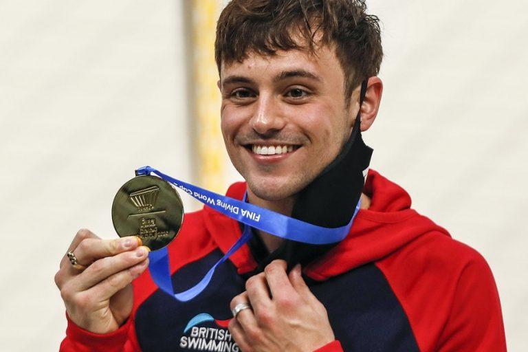 Τομ Ντάλεϊ: Ο Βρετανός κολυμβητής που έγινε viral επειδή έπλεκε στις κερκίδες σταδίου των Ολυμπιακών Αγώνων