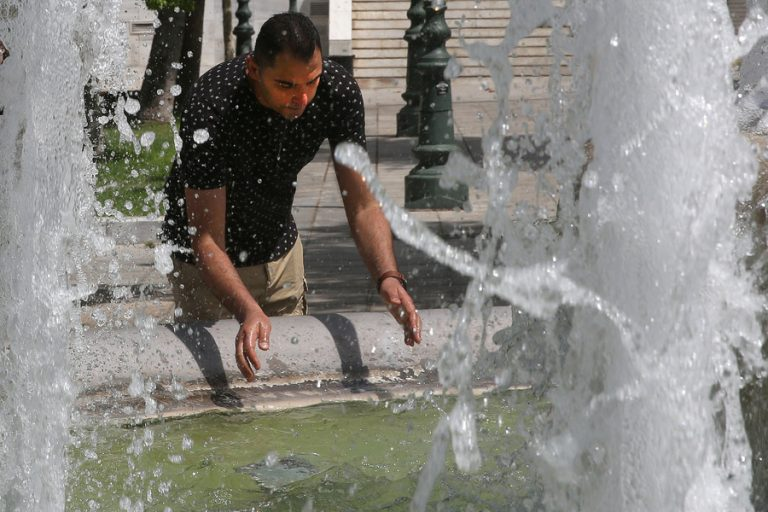 Ο φετινός Ιούλιος υπήρξε ο πιο θερμός της δεκαετίας για τα νησιά του Αιγαίου