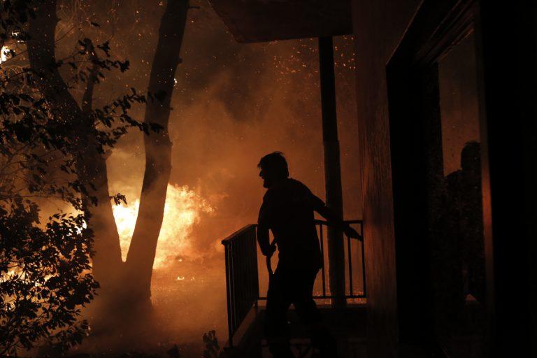Οι φλόγες μπήκαν στην Ιπποκράτειο Πολιτεία- Εφιαλτικές εικόνες