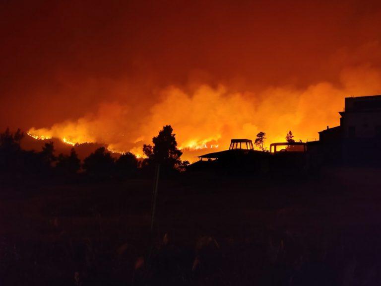 Δύσκολη νύχτα για Θρακομακεδόνες, Βαρυμπόμπη και Μαλακάσα- Νέο μήνυμα για εκκένωση περιοχών