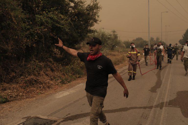 Φωτιά στην Εύβοια: Ολονύχτια μάχη με τις αναζωπυρώσεις