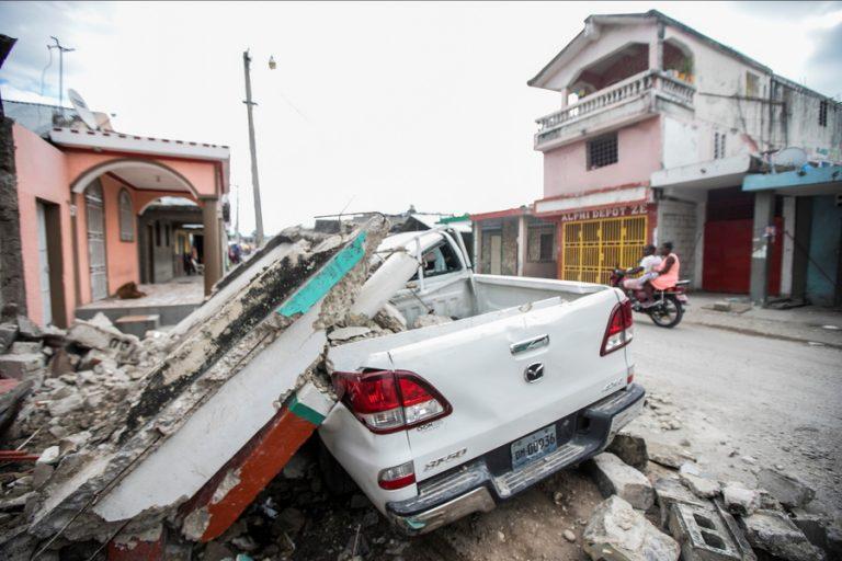 Σεισμός στην Αϊτή: Τους 1.300 έφθασαν οι νεκροί, πάνω από 5.700 οι τραυματίες