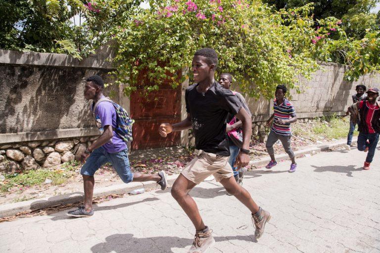 Θυμός και απόγνωση στην Αϊτή, μία εβδομάδα μετά τον καταστροφικό σεισμό