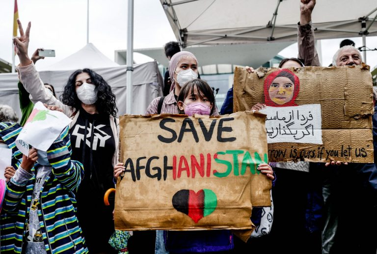 Οι σύμμαχοι των ΗΠΑ μιλάνε για πανωλεθρία στο Αφγανιστάν, αλλά βλέπουν και μεγάλες ευκαιρίες