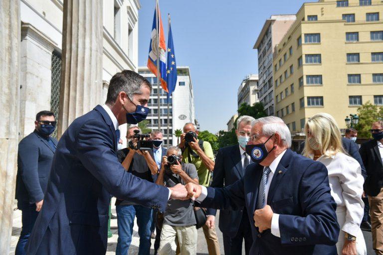 Γερουσιαστής Μενέντεζ: Φάρος ελπίδας για τη δημοκρατία και την ελευθερία η Ελλάδα