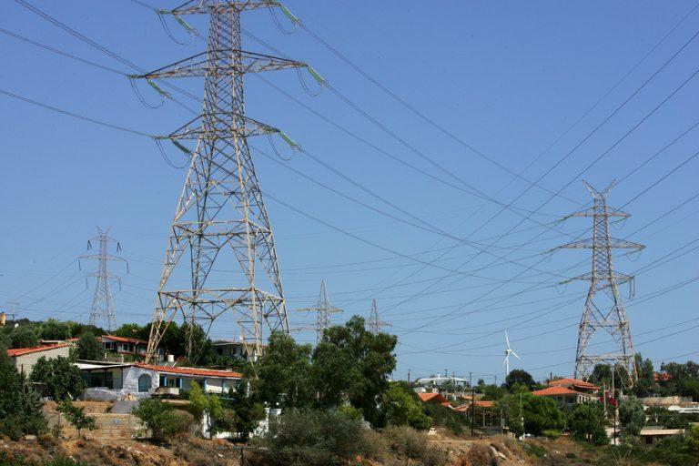 Ποια μέτρα εξετάζονται για τον περιορισμό της αύξησης τιμών στο ηλεκτρικό ρεύμα