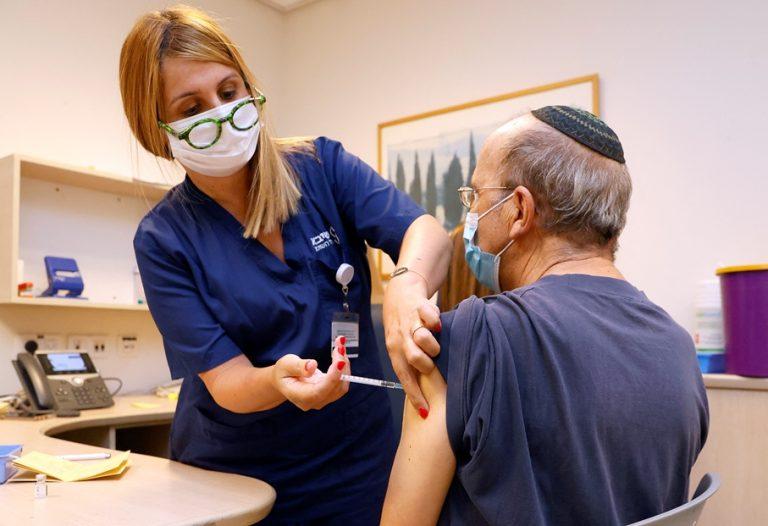 Πόσο αύξησε την προστασία η τρίτη δόση με το εμβόλιο της Pfizer στο Ισραήλ