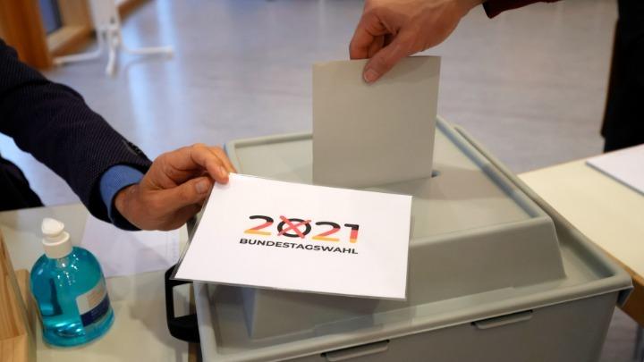 Γερμανικές Εκλογές: Μάχη θρίλερ για CDU/CSU και SPD – Προβάδισμα Σολτς, τρίτο κόμμα οι Πράσινοι