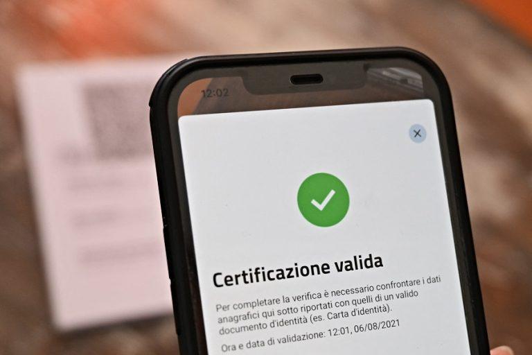 Η ιταλική κυβέρνηση σκέφτεται να κάνει υποχρεωτικό το «πράσινο πάσο» για όλους τους εργαζομένους