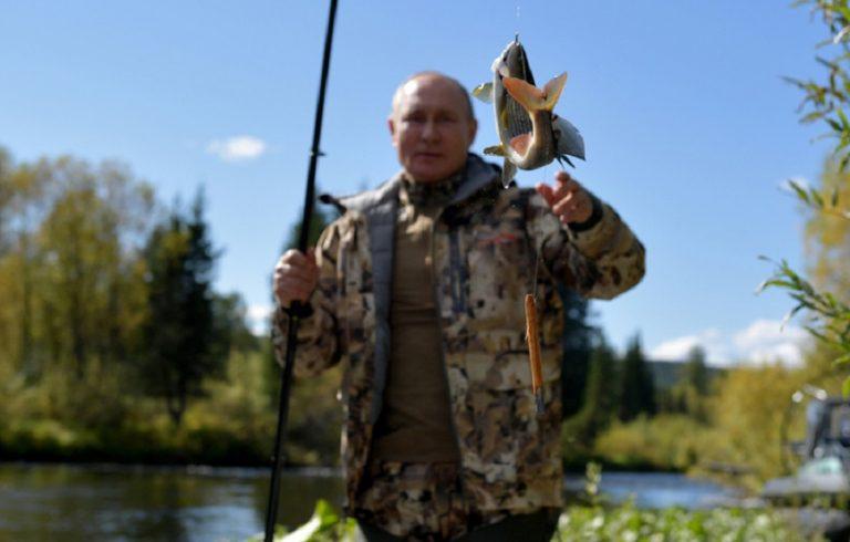 Για ψάρεμα στη Σιβηρία o Πούτιν, έπειτα από επαγγελματικό ταξίδι στη ρωσική Άπω Ανατολή