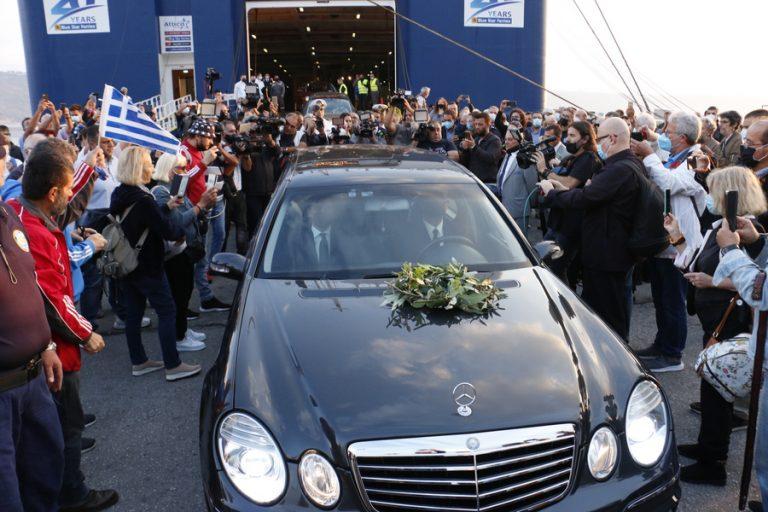 Η Ελλάδα αποχαιρετά τον Μίκη Θεοδωράκη- Στην κρητική γη η σορός του