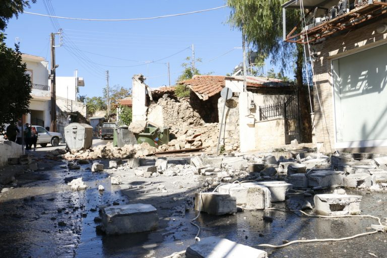 Νέες σεισμικές δονήσεις 5,4 και 4,4 βαθμών στην Κρήτη – Καταρρέουν κτίσματα που είχαν υποστεί ζημιές