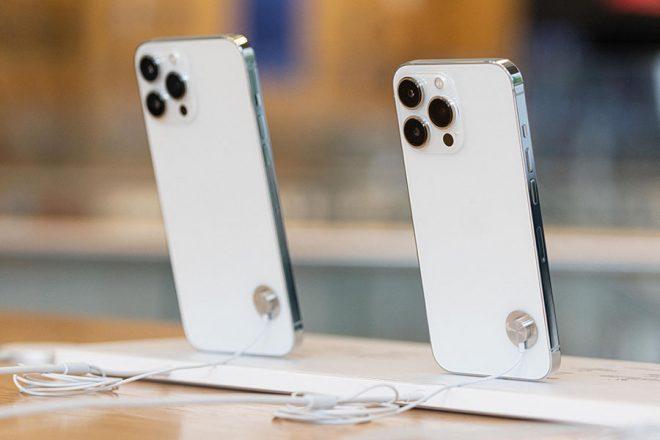 Η Apple «πληρώνει» την έλλειψη τσιπ και μειώνει την παραγωγή του iPhone 13