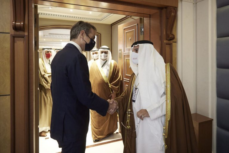 Τουρισμός και επενδύσεις στο επίκεντρο της συνάντησης Μητσοτάκη με τον πρωθυπουργό και πρίγκιπα διάδοχο του Μπαχρέιν